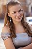 美丽的女孩穿着的肖像 | 免版税照片