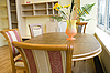 ID 3120043 | Küchentisch mit einer Vase und Blumen | Foto mit hoher Auflösung | CLIPARTO