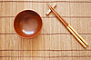 Photo 300 DPI: Chopsticks with wooden bowl on bamboo mat