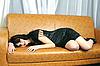 Piękna dziewczyna na kanapie | Stock Foto