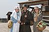 ID 3124999 | Ретро стиль картина с двумя женщинами и солдат | Фото большого размера | CLIPARTO