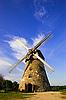 라트비아에서 전통적인 네덜란드 풍차   Stock Foto