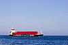 红色集装箱货船 | 免版税照片