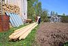 木匠引发木板 | 免版税照片