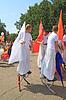 ID 3248776 | Unbekannte Männer auf Stelzen an der Parade | Foto mit hoher Auflösung | CLIPARTO