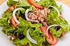 구운 야채와 고기 양파 샐러드 | Stock Foto