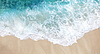 모래 해변에 바다의 부드러운 물결   Stock Foto