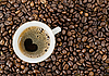Tło z ziaren kawy i filiżanka kawy | Stock Foto
