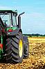 Photo 300 DPI: Tractor in field