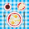 Жареные яйца в тарелку, кофе и хлеб