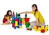 母亲和女儿玩积木 | 免版税照片