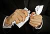 商人手中拼命折磨文件 | 免版税照片