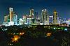 야간 도시의 빛나는 불빛 | Stock Foto
