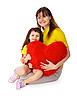 손에 장난감 마음으로 엄마와 딸 | Stock Foto