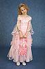 핑크 드레스있는 어린 소녀 | Stock Foto