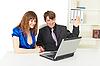 ID 3149776 | 男人和女人快乐看笔记本电脑屏幕 | 高分辨率照片 | CLIPARTO