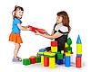 ID 3153869 | Kleines Mädchen mit Mutter spielt mit farbigen Blöcken | Foto mit hoher Auflösung | CLIPARTO