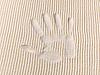 沙面的手掌上跟踪 | 免版税照片