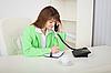 ID 3159679 | Generalsekretär spricht per Telefon und macht Aufzeichnungen | Foto mit hoher Auflösung | CLIPARTO