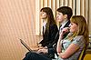 集团的商人坐在扶手椅 | 免版税照片