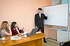 年轻人在会议上发言 | 免版税照片