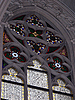 가톨릭 교회의 스테인드 글라스. 종교적 상징   Stock Foto
