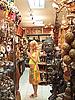 태국. 선물 가게에서 유럽의 임신 관광 | Stock Foto