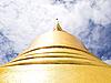 泰国里面翡翠寺庙,金宝塔。 | 免版税照片