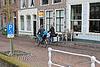 Rodzina na przejażdżki rowerowe rankiem miasta. Delft. Niderlandy | Stock Foto