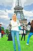 다른 관광객 소녀와 배경에 포즈 | Stock Foto
