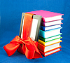 电子阅读器和一叠书 | 免版税照片