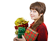 Фото 300 DPI: Привлекательная молодая женщина с подарочные коробки