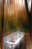 白色板凳在秋季公园   免版税照片