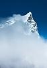 Cholatse (6335m) summit hidden in clouds | Stock Foto
