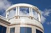 Balkon mit weißen Säulen | Stock Foto