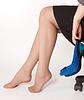 맨발 비즈니스 앉아 여성 | Stock Foto