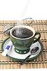 Pour sugar into mug   免版税照片