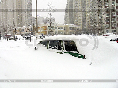 Samochód pod śniegiem | Foto stockowe wysokiej rozdzielczości |ID 3011926