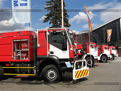 Linie of Feuerwehrautos | Foto mit hoher Auflösung |ID 3012159