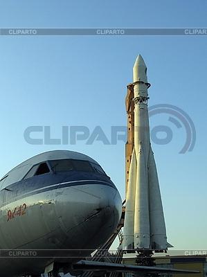 Flugzeug und Weltraumrakete | Foto mit hoher Auflösung |ID 3012229