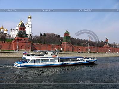 Schiff und Moskauer Kreml | Foto mit hoher Auflösung |ID 3012306