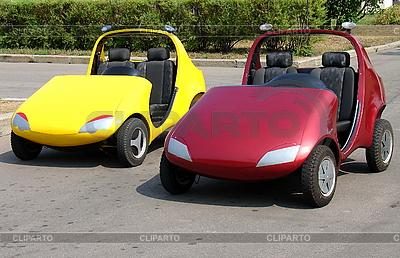 Dwa samochody dla dzieci | Foto stockowe wysokiej rozdzielczości |ID 3123727
