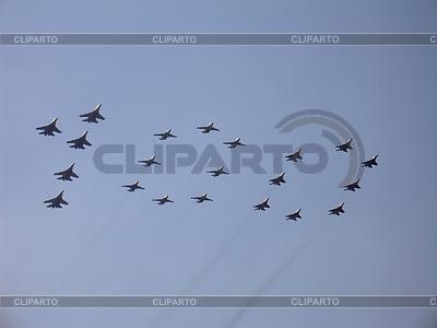 Abbildung 100 in Himmel mit militärischen Kämpfer | Foto mit hoher Auflösung |ID 3369659