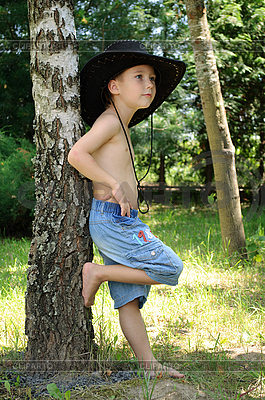 Boy near the birch | Foto stockowe wysokiej rozdzielczości |ID 3012640