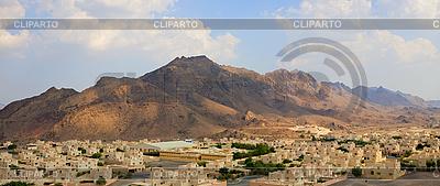 Dorf am mittleren Osten der Nähe von Bergen | Foto mit hoher Auflösung |ID 3014053