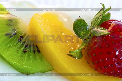 Kuchen mit Erdbeeren, Kiwi und Orange | Foto mit hoher Auflösung |ID 3015824