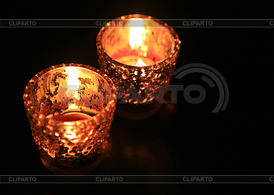 Kerze in einem dunklen Raum | Foto mit hoher Auflösung |ID 3015842