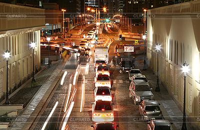 Verkehr in der Nacht-Stadt | Foto mit hoher Auflösung |ID 3015859