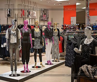 Pusty magazyn mody kobieta z manekina | Foto stockowe wysokiej rozdzielczości |ID 3016536