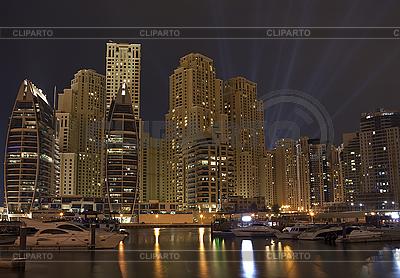 Miasto w nocy, Dubaj | Foto stockowe wysokiej rozdzielczości |ID 3111777